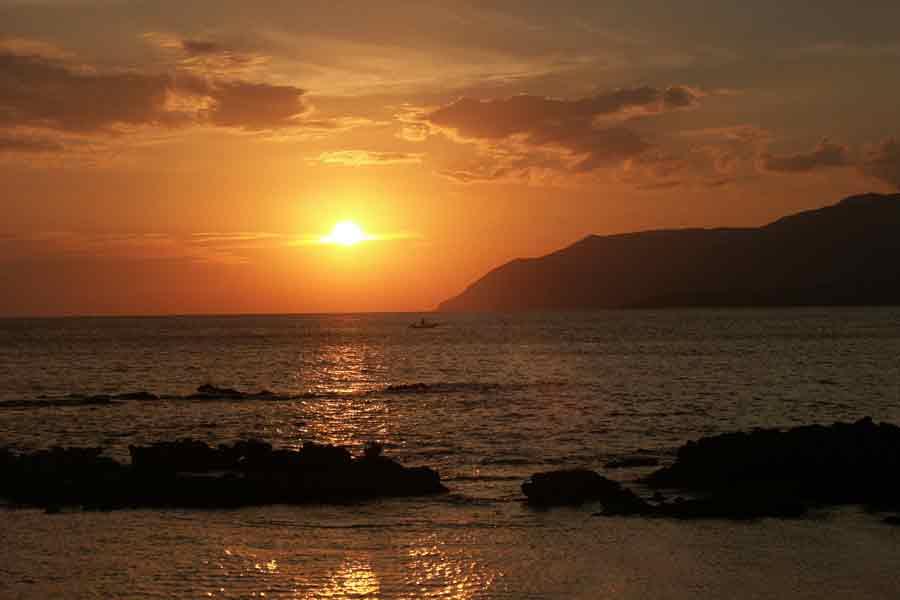 Kreta Sonnenuntergang mit Fischer boot