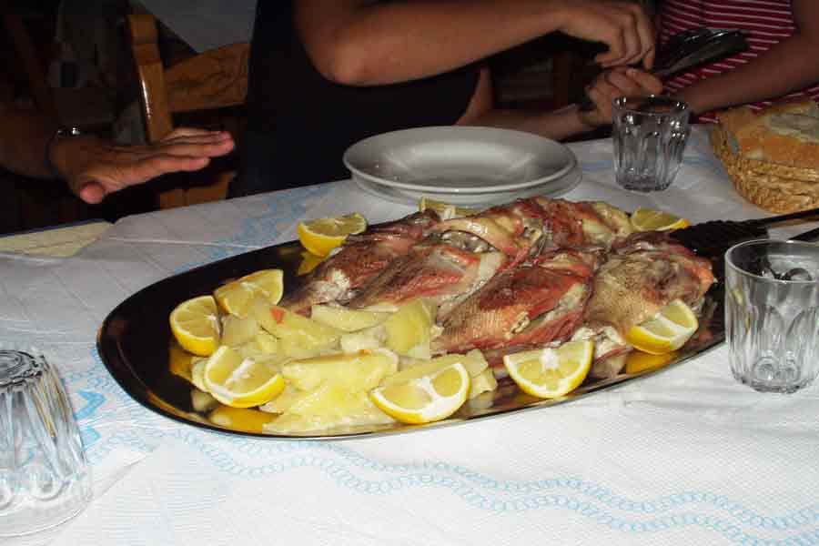 fischsuppe in der Flisvos Taverne